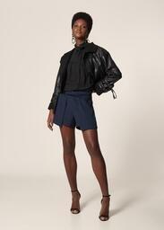Shorts MOB Crepe Recorte Sobreposto