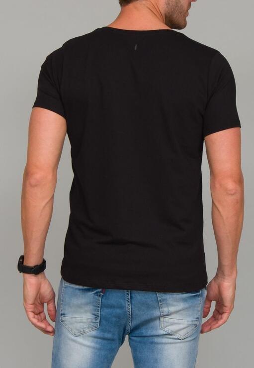 Camiseta Black Case Red Feather